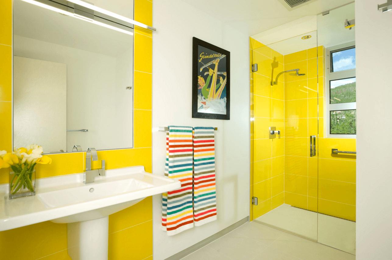 Яркая плитка для ванной комнаты дизайн