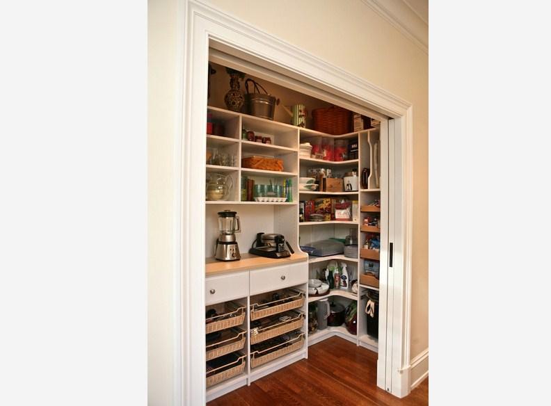Custom Simpel Pantry Design