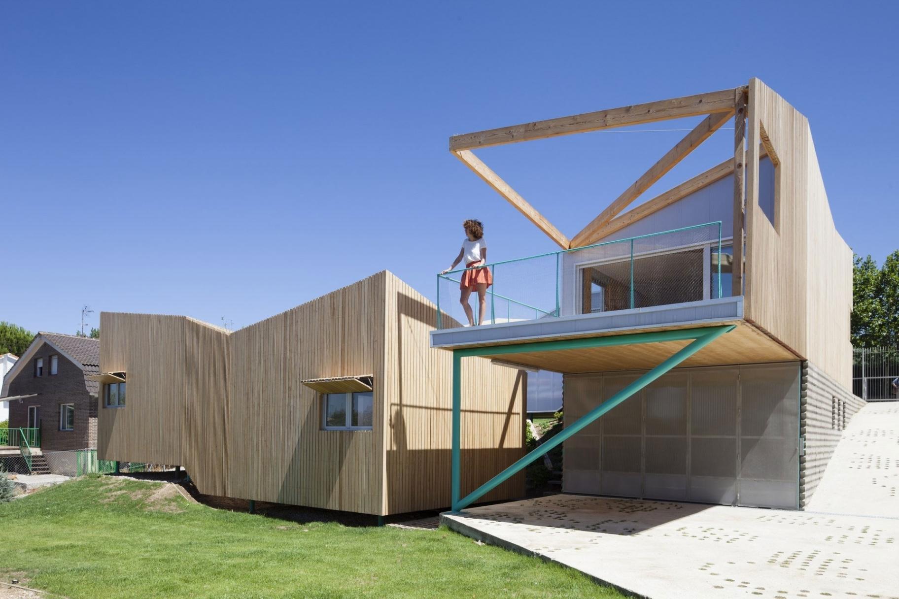 Minimalist Unique House Design Within Very Unique House Design