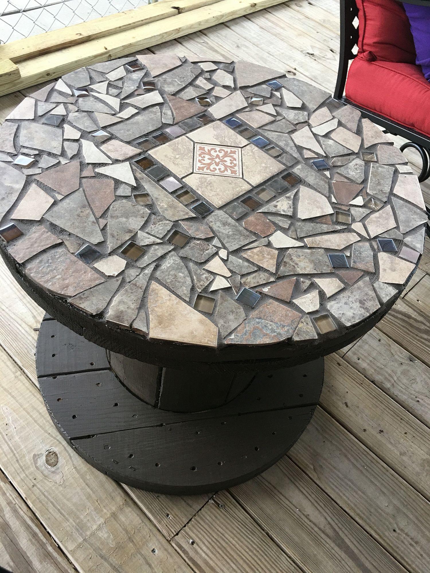 Декор стола плиткой