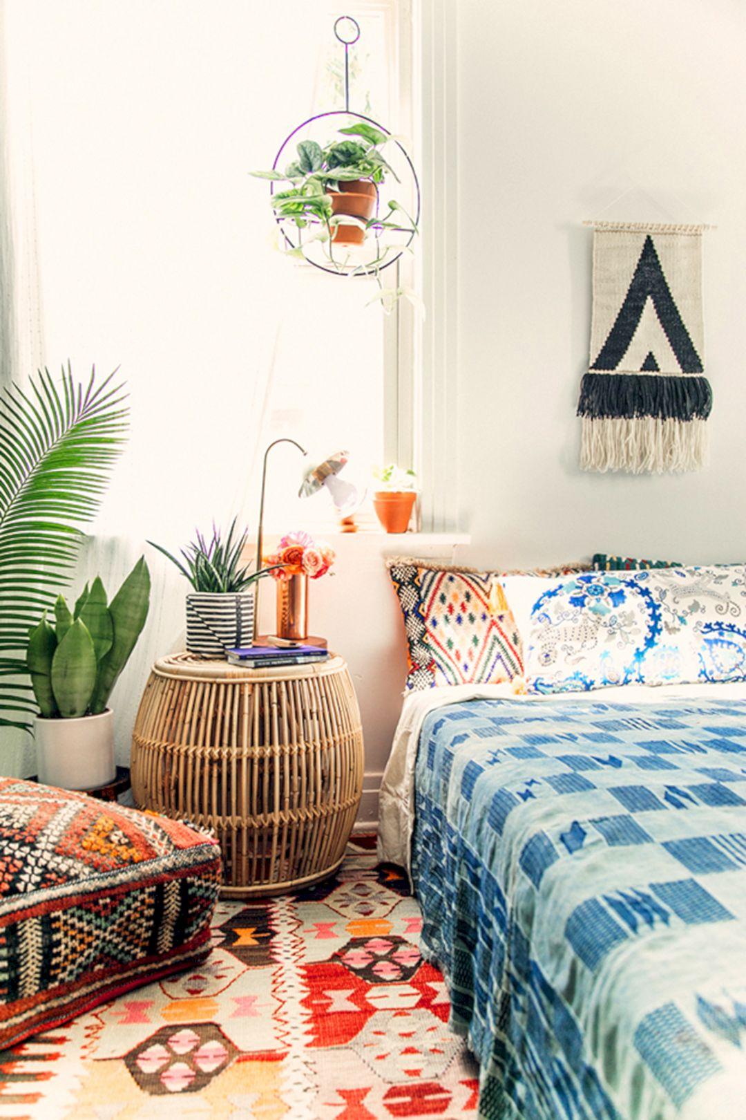 beautiful urban bedroom 8 beautiful urban bedroom 8 design ideas and photos. Black Bedroom Furniture Sets. Home Design Ideas