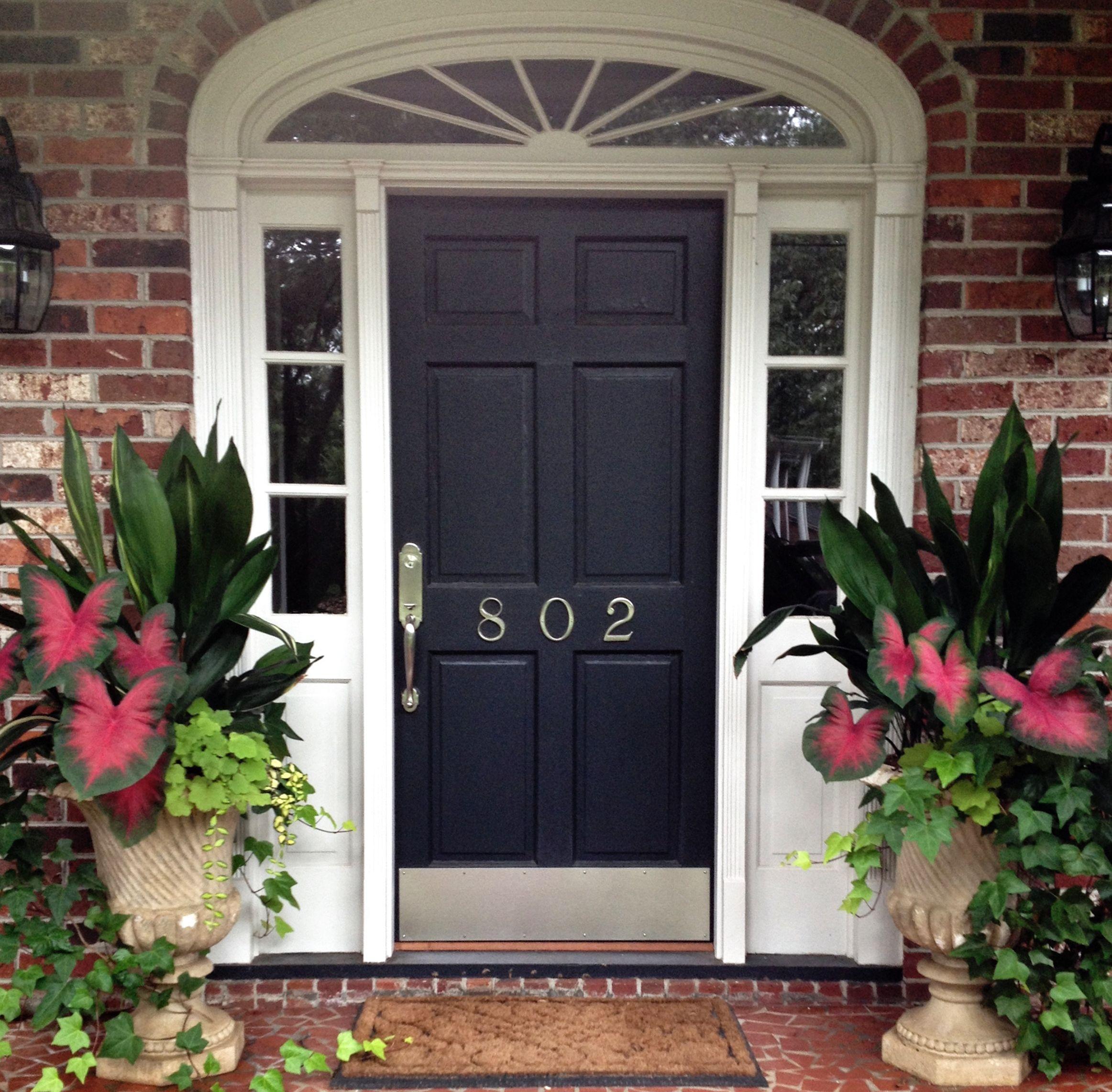 Front porch flower planter ideas 10 front porch flower for Planter ideas for front of house