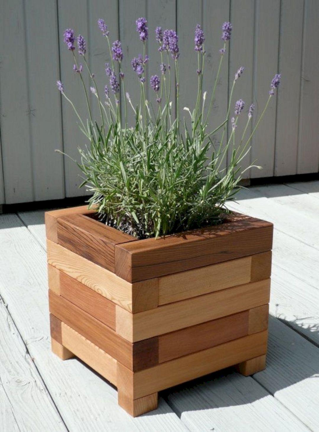 Diy wooden planter box ideas 1 diy wooden planter box for Wooden plant pot ideas